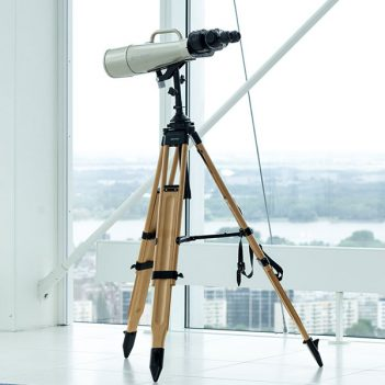 telescope-with-a-stand