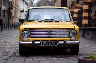 retro-car-yellow